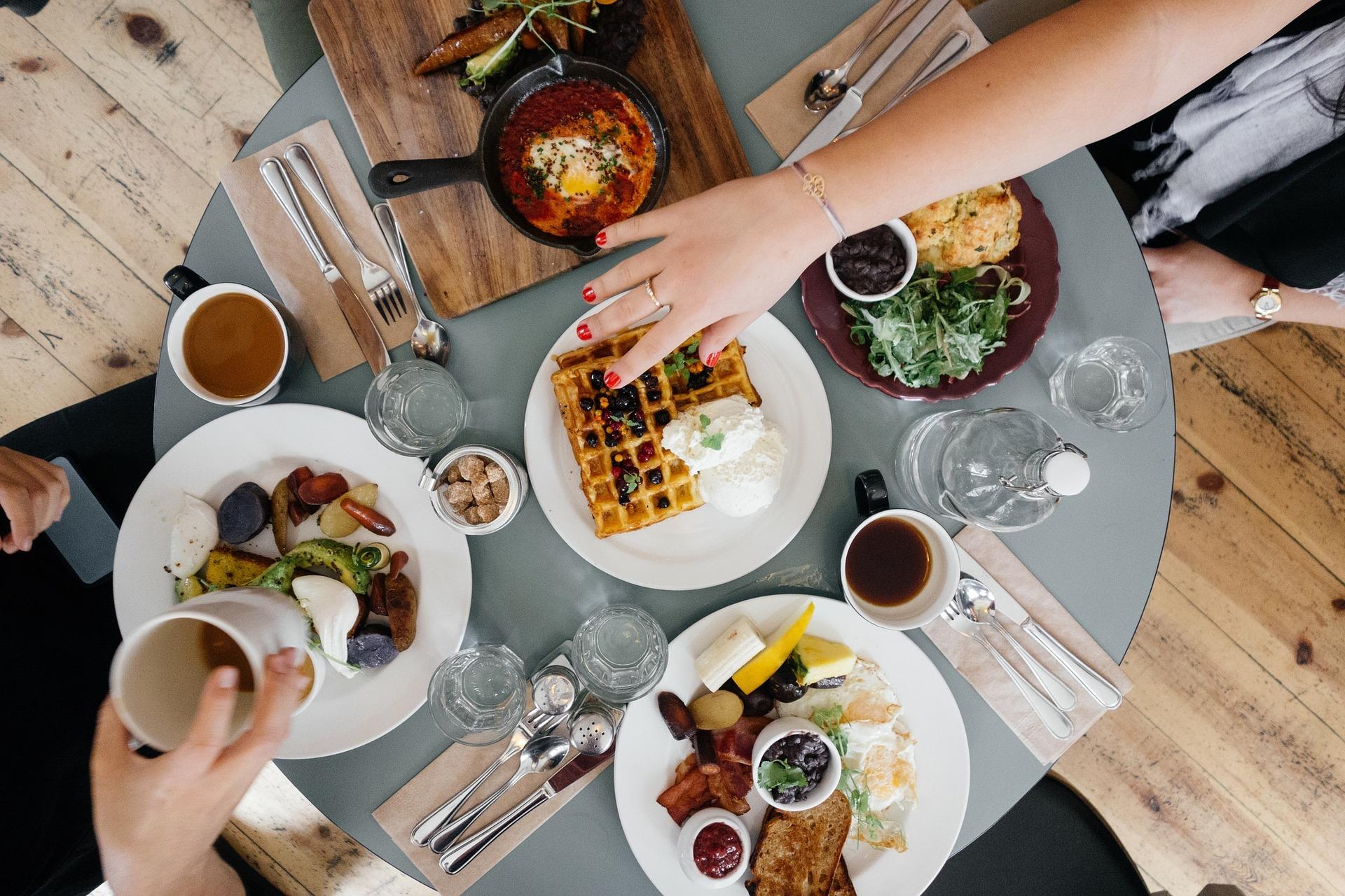 Frühstückstisch von oben bei Business Frühstück