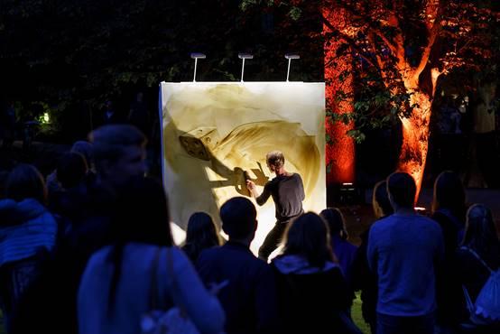 Marc Westermann bei Livemalerei Bühne Beleuchtung