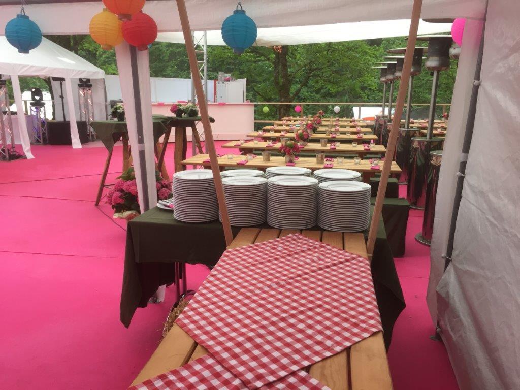 Dekoriertes Zelt für Kundenevent